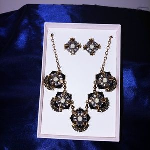 Jewelry - Black White and Gold Necklace Set